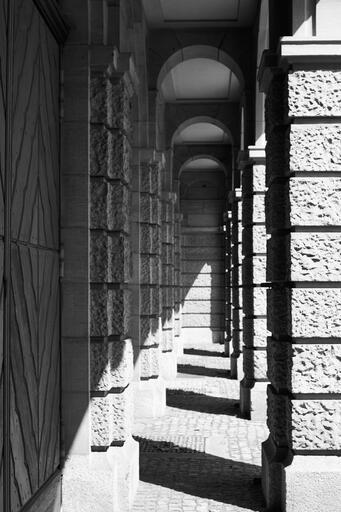 Säulengang bei der alten Hauptwache der Berufsfeuerwehr (Pancolar)
